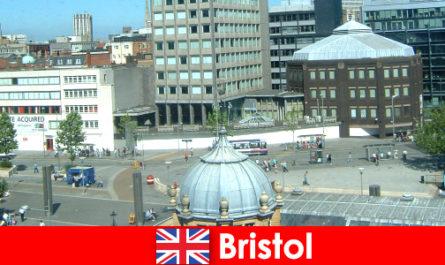 Tarikan di City of Bristol di England untuk pelancong
