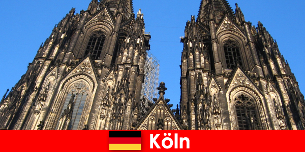 Keluarga Jerman pelancong yang ingin pergi ke bandar Cologne