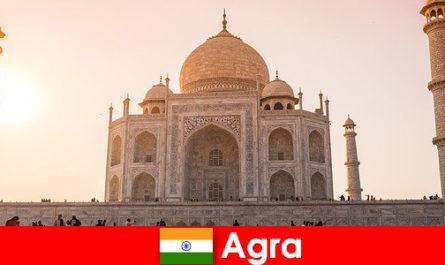 Kompleks Istana yang mengagumkan di Agra India adalah hujung perjalanan untuk pelancong