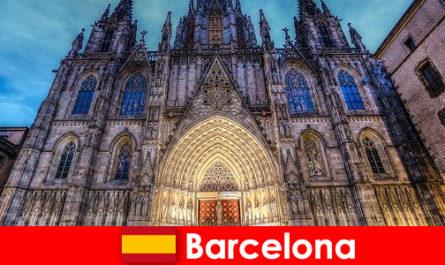 Barcelona mengilhamkan setiap tetamu dengan testimoni budaya beribu-lama