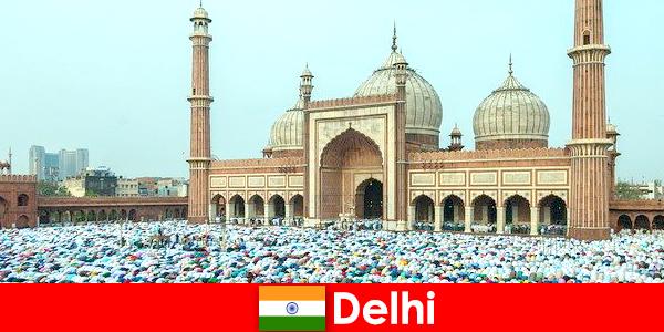 Delhi sebuah metropolis di utara India dicirikan oleh bangunan Islam terkenal di dunia