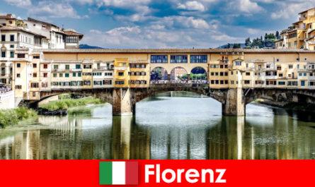 Sebagai pesara dengan keluarga dan anak emigrateto Florence
