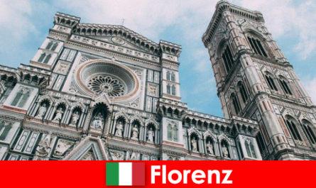 Florence dengan banyak bandar-bandar utama seni sejarah menarik pengunjung dari seluruh dunia