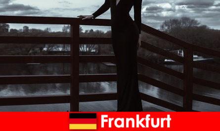 Berahi pengiring Pengurus di Frankfurt am utama memanjakan pelanggan mereka dari kepala ke kaki