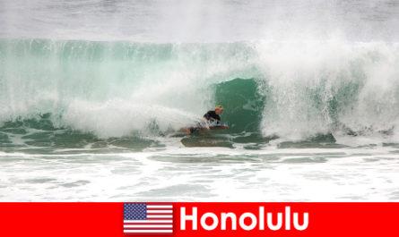 Island Paradise Honolulu menawarkan gelombang yang sempurna untuk para hobi dan Surfers profesional