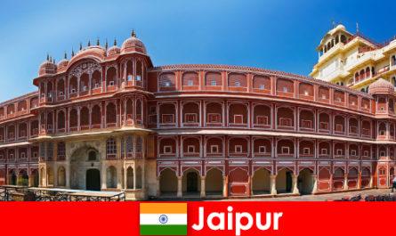 Yang paling luar biasa seni bina menarik ramai pelancong untuk Jaipur