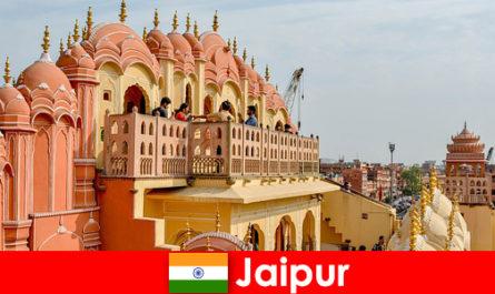 Istana yang mengagumkan dan fesyen terkini mencari pelancong di Jaipur of India