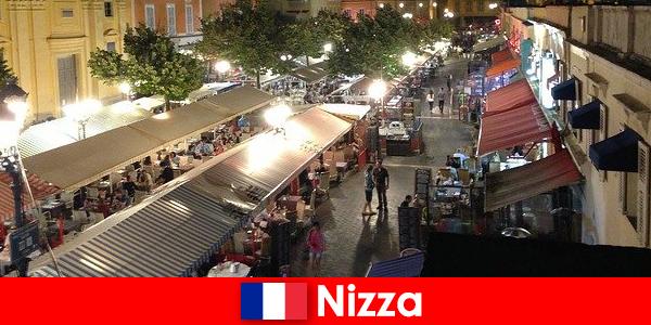 Nice menawarkan restoran yang selesa dan menikmati hiburan malam untuk warga asing