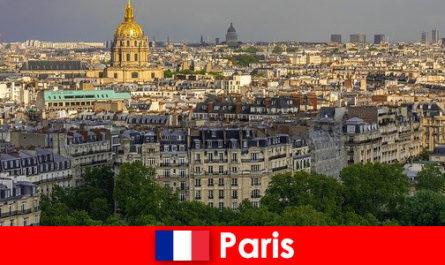 Pelancong suka pusat bandar Paris dengan pameran dan galeri seni