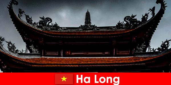Ha Long dikenali sebagai bandar budaya di kalangan orang asing