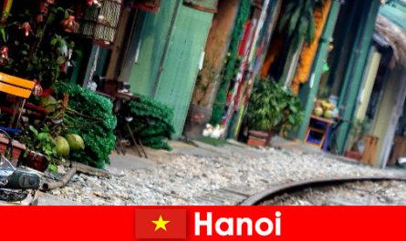Hanoi adalah ibu negara Vietnam yang menarik dengan jalan-jalan sempit dan trem