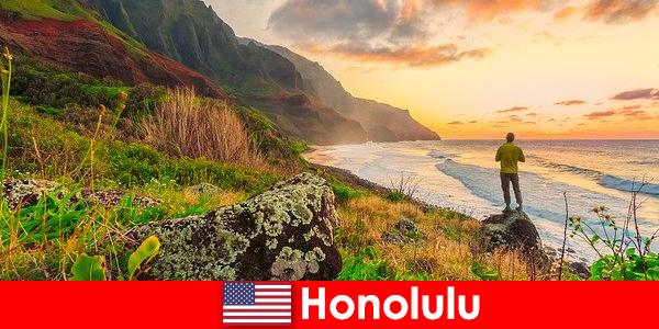 Honolulu dikenali untuk pantai, laut, matahari terbenam untuk kesihatan dan rekreasi cuti