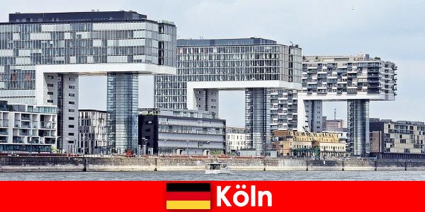 Bangunan bertingkat tinggi di Cologne mengagumkan orang asing