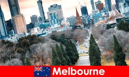 Kepelbagaian budaya di Melbourne juga menggembirakan percutian pendek