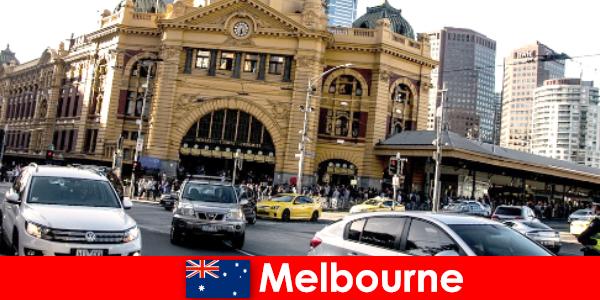Pasar terbuka terbesar di Melbourne di Selatan Hemisfera tempat pertemuan orang asing