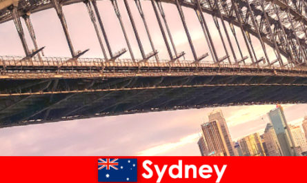 Sydney dengan jambatannya adalah destinasi yang sangat popular untuk pelancong Australia