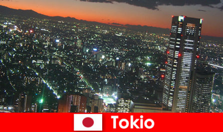 Orang yang tidak dikenali suka Tokyo - bandar terbesar dan paling moden di dunia