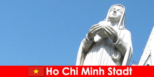 Pusat ekonomi Vietnam Ho Chi Minh destinasi warga asing