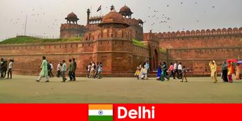 Kehidupan bermuyang di Delhi India untuk pelancong budaya dari seluruh dunia