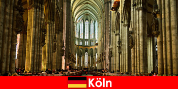 Jemaah haji untuk orang asing kepada tiga raja suci di Katedral Cologne