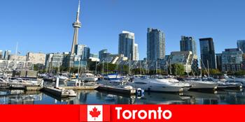 Toronto di Kanada adalah metropolis moden di tepi laut yang sangat popular untuk pelancong bandar