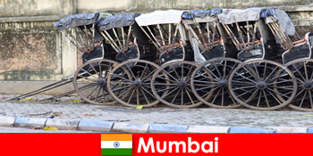 Mumbai di India tawar tunggangan beca melalui jalan-jalan penuh untuk pelancong