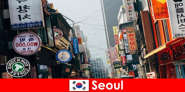 Seoul di Korea bandar menarik lampu dan pengiklanan untuk pelancong malam