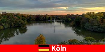 Lawatan alam semula jadi melalui gunung hutan dan tasik di taman alam semula jadi Jerman Cologne