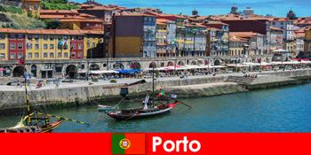 Percutian bandar untuk pengunjung ke Porto Portugal dengan bar yang menawan dan restoran tempatan