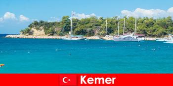Lawatan bot dan pesta panas untuk pengusaha percutian muda di Kemer Turki