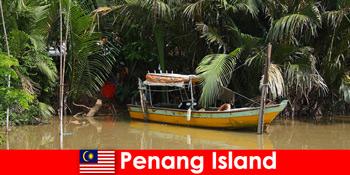 Perjalanan jarak jauh untuk pendaki melalui hutan Pulau Pinang Malaysia