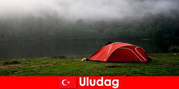 Cuti berkhemah bersama keluarga di hutan Uludag Turki