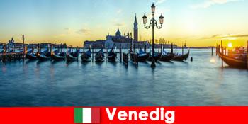 Bulan madu romantis untuk pasangan ke bandar terapung Venice Itali