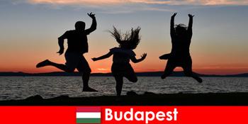 Budapest Hungary untuk pelancong parti muda dengan muzik dan minuman murah di bar dan kelab