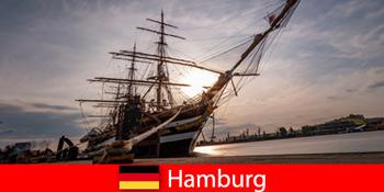 Jerman Turun di pelabuhan Hamburg ke pasar ikan untuk gourmet perjalanan