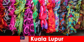 Pelancong kebudayaan di Kuala Lumpur Malaysia alami kerajinan cemerlang