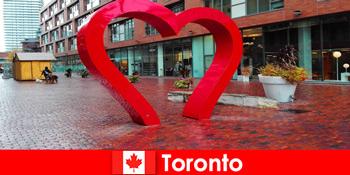 Toronto Kanada sebagai bandar berwarna-warni pengalaman tetamu asing sebagai metropolis pelbagai budaya