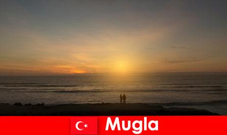 Lawatan musim panas di Mugla Turki dengan teluk yang indah untuk pelancong jantung cinta