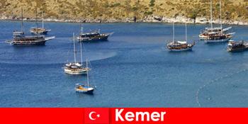 Perjalanan pengembaraan dengan bot di Kemer Turki untuk pasangan dan keluarga yang jatuh cinta