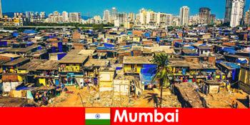 Di Mumbai India, pelancong mengalami perbezaan bandar yang indah ini