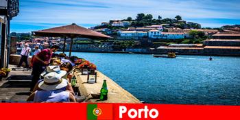 Destinasi untuk percutian singkat ke restoran ikan yang hebat di pelabuhan di Porto Portugal