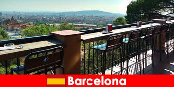 Flair bandar besar tulen untuk pelawat ke Barcelona Sepanyol dengan bar, restoran dan pemandangan seni