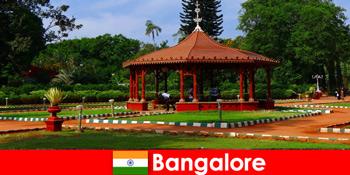 Pelancong dari luar negara boleh mengharapkan perjalanan bot yang indah dan taman-taman yang hebat di Bangalore India