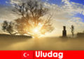 Pelancong mendaki nikmati alam semula jadi yang indah di Uludag Turki
