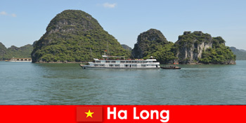 Pelayaran pelbagai hari untuk kumpulan pelancongan sangat popular di Ha Long Vietnam