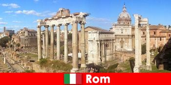 Lawatan bas untuk tetamu Eropah ke penggalian purba dan runtuhan di Rom Itali