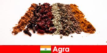 Lawatan untuk pelancong ke masakan rempah-rempah yang ditapis di Agra India